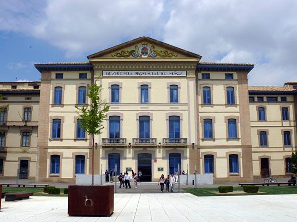 Fachada. Facultad de Empresa y Gestión Pública. Campus de Huesca