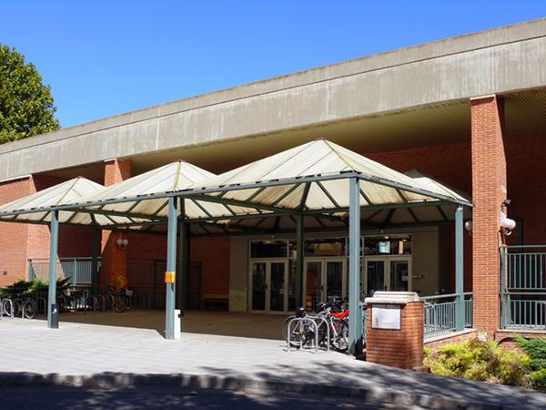 Fachada aulario. Facultad de Veterinaria. Campus Miguel Servet
