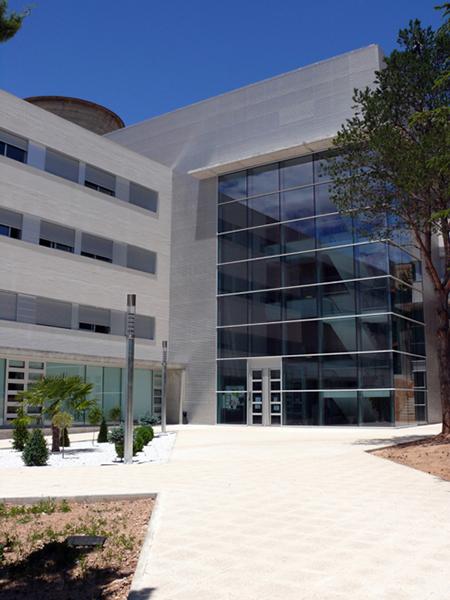 Fachada Colegio Mayor Pablo Serrano. Campus de Teruel