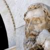 Detalle estatua Miguel Servet. Fachada Edificio Paraninfo