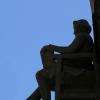 Estatua Fausto de Elhuyar. Fachada Edificio Paraninfo