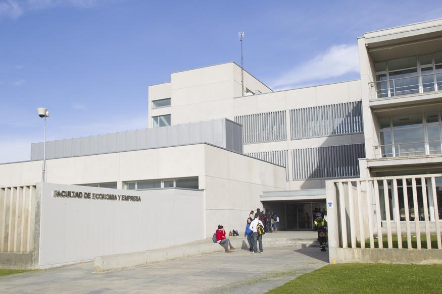 Acceso posterior Edificio Lorenzo Normante