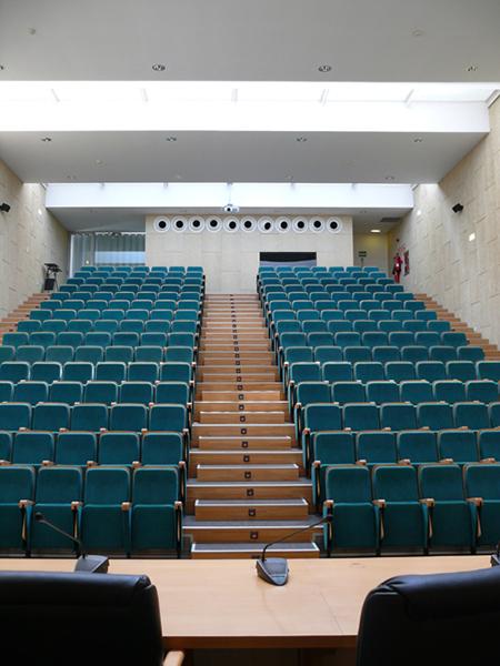 Aula Magna. Escuela Universitaria de Estudios Empresariales. Campus Río Ebro