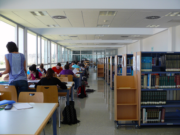 Biblioteca Escuela Universitaria de Estudios Empresariales. Campus Río Ebro