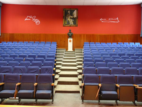 Aula Magna. Facultad de Filosofía y Letras. Campus San Francisco